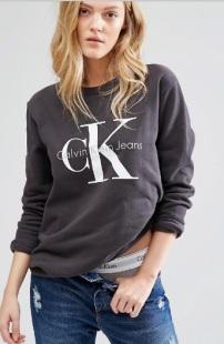 Calvin Klein Jeans - Sweatshirt mit Logo, gesehen bei asos.de